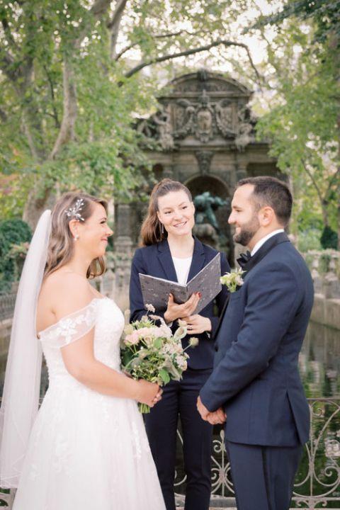 Freie Traurednerin in Paris Hochzeitszeremonie